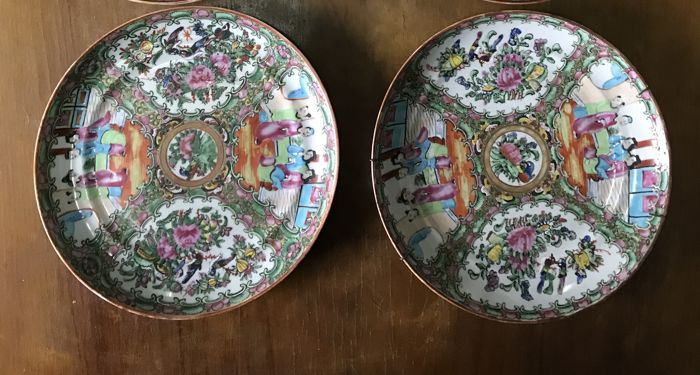 Round porcelain wall plates – China – 19th Century