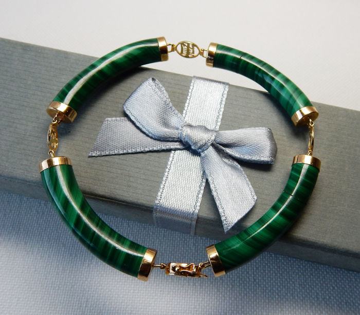 Bracelet in malachite and 14 kt/585 yellow gold - Chinese good luck symbols