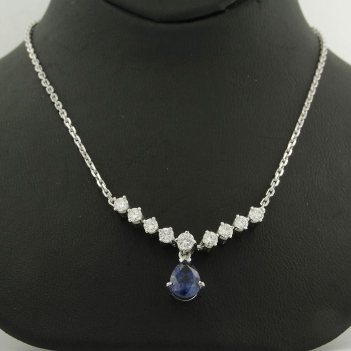 14 kt white gold necklace with centrepiece set with 1.50 ct pear shape facet cut sapphire and 9 brilliant cut diamonds 0.76 ct