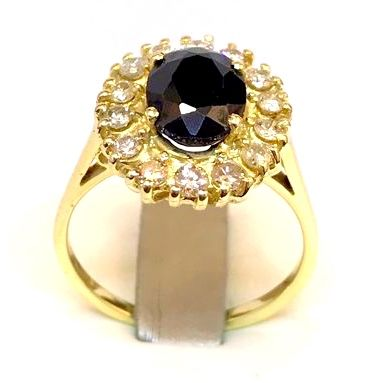 Margherita (daisy) ring in 18 kt yellow gold With central sapphire and brilliant cut diamonds, 0.42 ct, H/VS, weight: 5.40 g