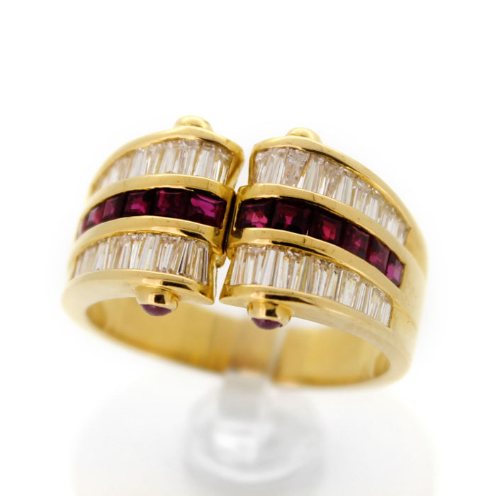 New ring - Yellow gold 18 kt - Diamond: Baguette cut 1.20 ct - Ruby: princess cut 0.48 ct - 9.6 g