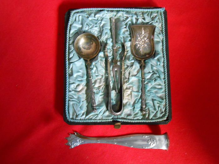hors d'oeuvres serving set, 4 pieces - from Cherbourg - and 1 sugar tongs - 20th century