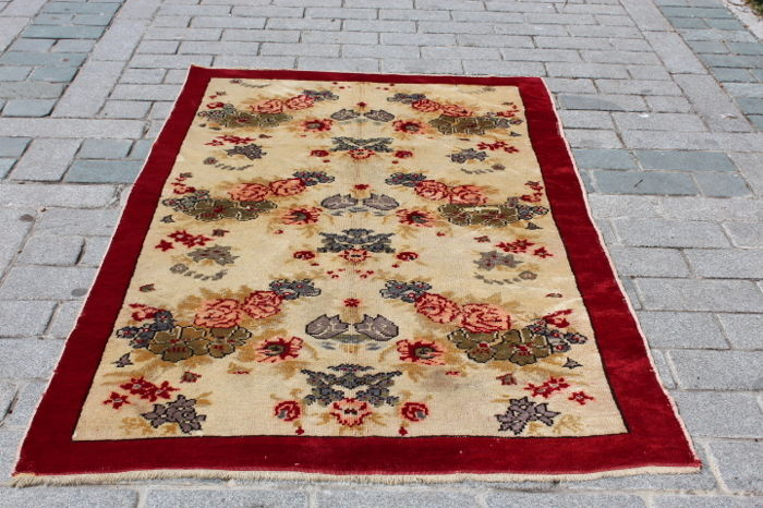 Hand knotted Rug from Kırsehir Turkey, 129x219