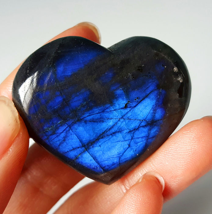 Blue Flash Labradorite Heart Spectrolite -38*32*11mm- 101.5Cts