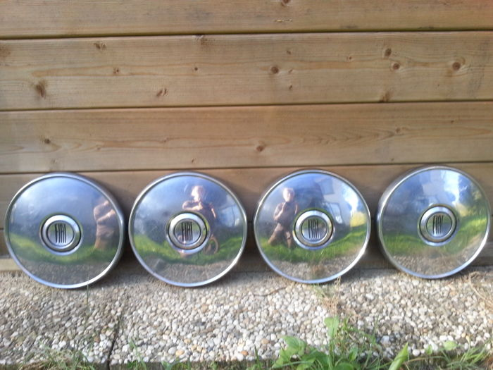 Hubcaps for Fiat 124