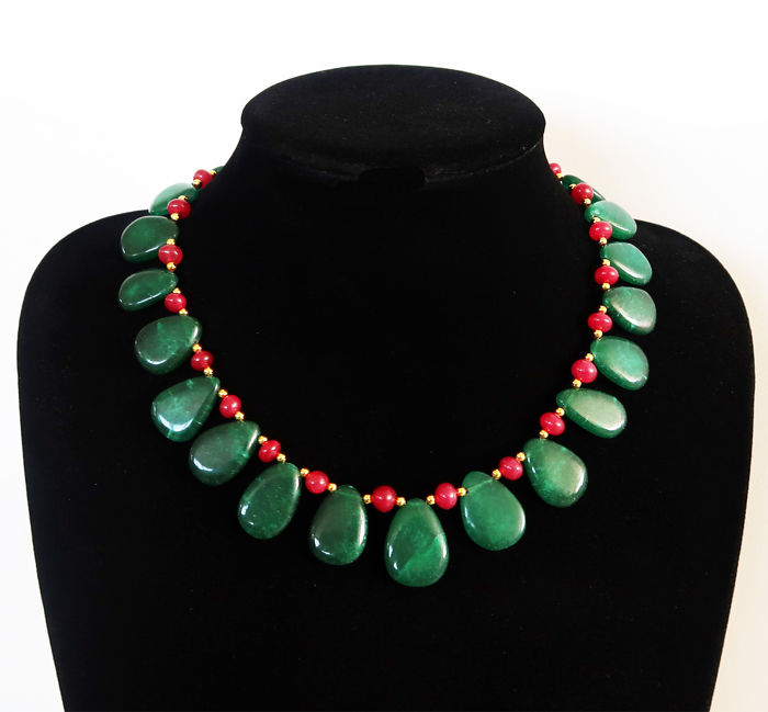 Necklace with rubies and emeralds, 14 kt hallmarked clasp - 45 cm - 415 ct