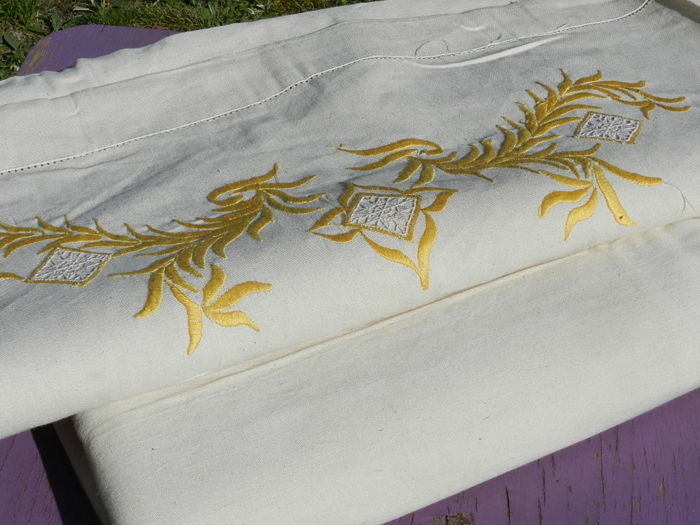 Double bed linen with yellow embroidery, never used, never washed