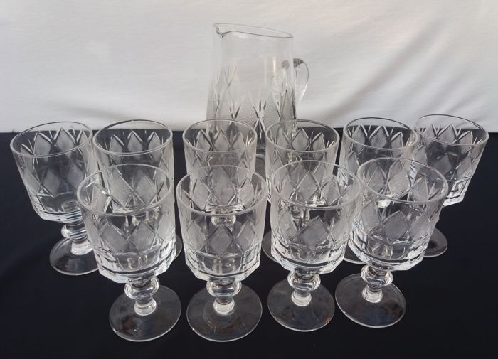 American Brilliant Period - set of 11 pieces, stem glasses plus pitcher, made of molato and diamond-shaped chiselled crystal