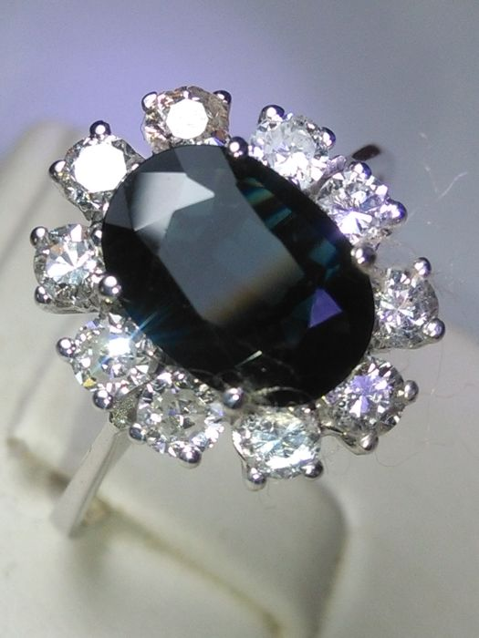2 ct cocktail ring in 18 kt gold with sapphire and natural diamonds ***no reserve price***