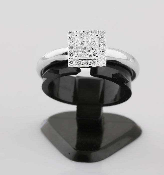 18k White Gold Princess Cut & Rounds Diamonds Square Ring; Size 53