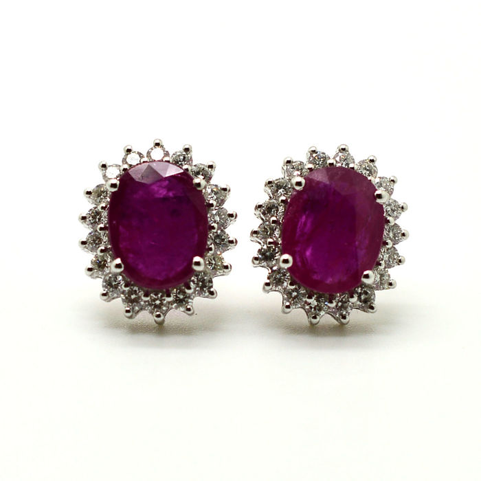 Earrings in 18 kt gold with rubies and brilliant cut diamonds totalling 4.17 ct