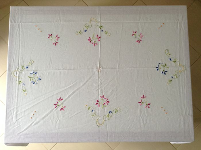 White linen blend tablecloth, hand-embroidered - 12 hand-embroidered white napkins