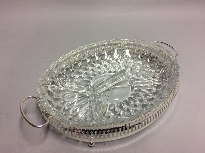 Hors d'oevre dish in silver plated mounting, England, ca. 1955