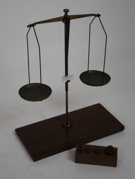 Reyers en ZN N.V. Amsterdam - Laboratory scales with weights