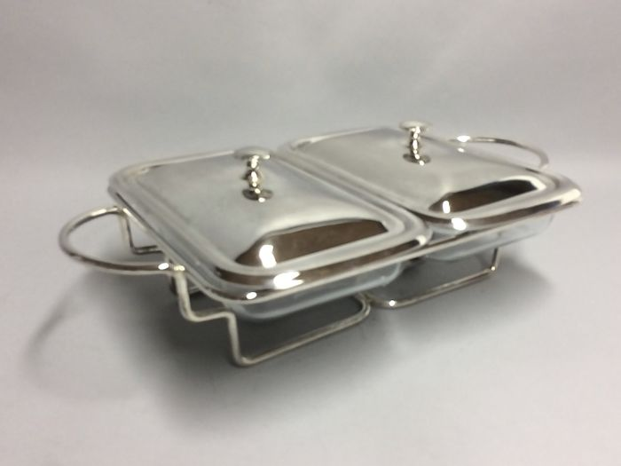 Two refractory dishes in silver plated chafing dish and with silver plated lids
