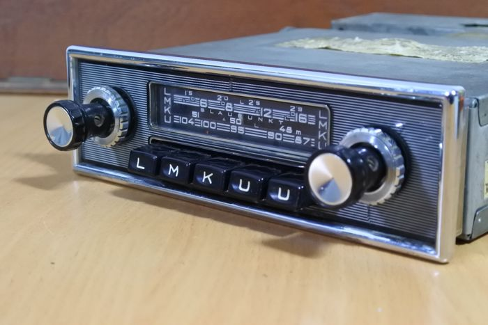 Blaupunkt Frankfurt classic car radio with Nadelstreifen front from 1966