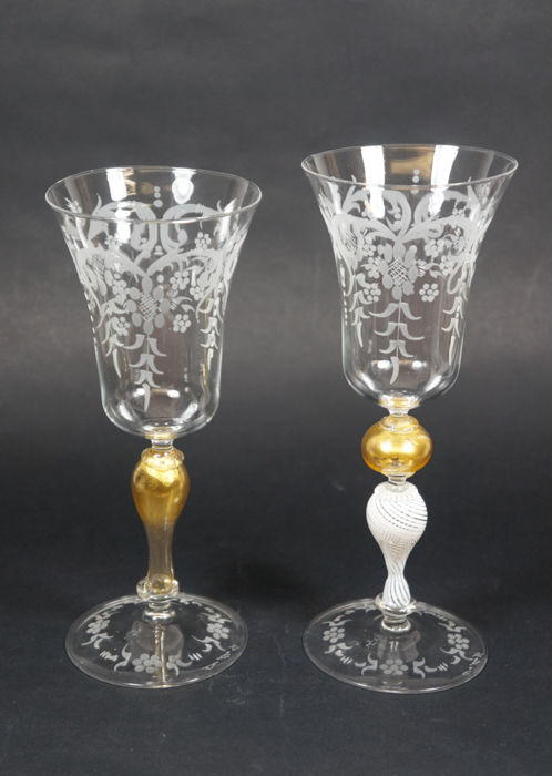De Mio Giuliano (Murano) - pair of collectible chalices  with engraving