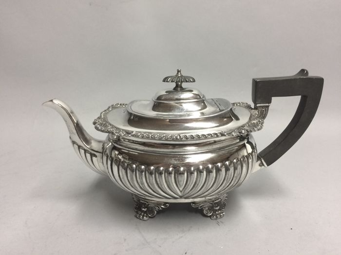 Antique silver plated tea pot with rib decoration, standing on claw feet, England, ca 1900