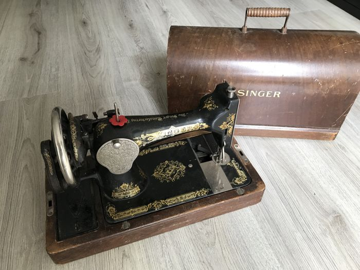 Singer 28K hand sewing machine with dust cover, 1924