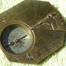 Horizontal sundial in brass and silvering with gnomon with bird, signed P. Le Maire, 18th