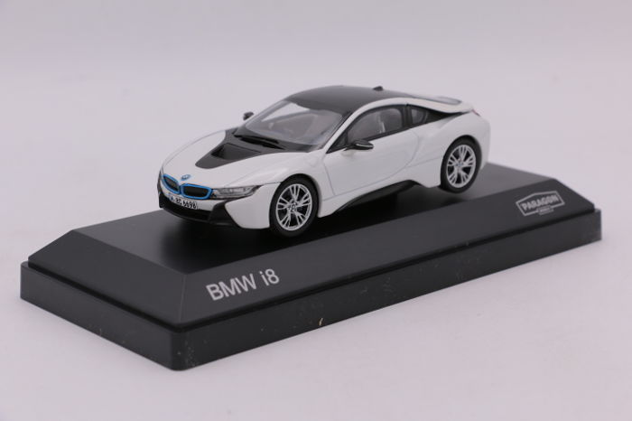 Paragon - Schaal 1/43 - BMW i8 - Color:White with Black roof