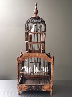 Antique wooden bird cage with four decorative doves - Catawiki