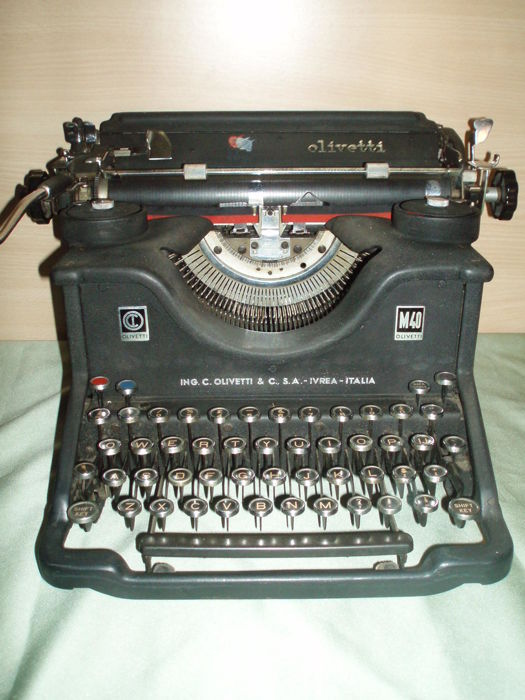 Olivetti M40 - Antique Typewriter