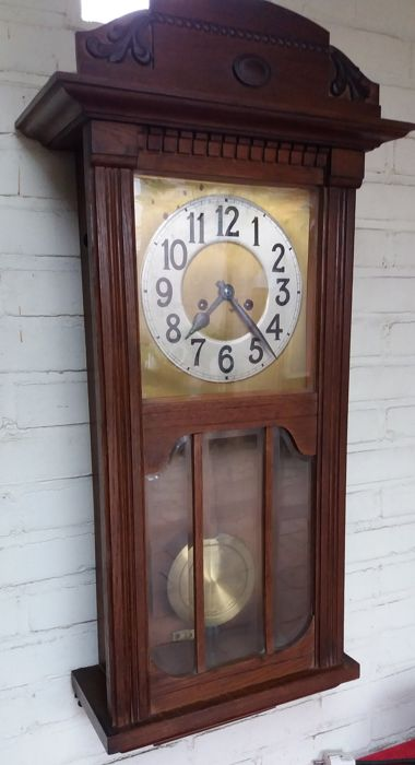 Good running clock with facet cut glass circa 1940 Junghans or Beckers