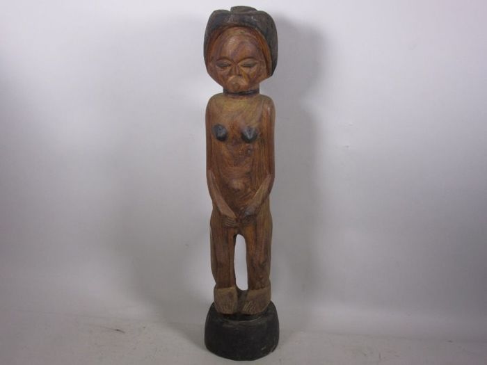 An old African wooden sculpture from the 1900s