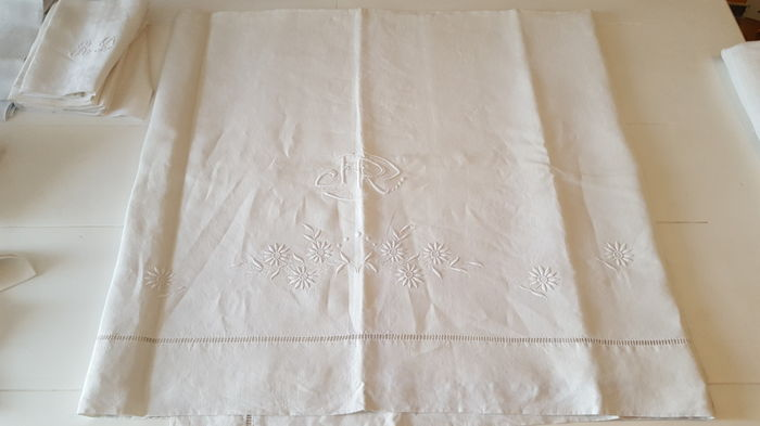 Antique sheet monogrammed JR in rich floral decor - in linen Paris