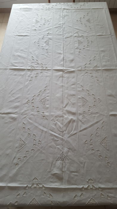 Tablecloth monogrammed JR in a rich geometric decor, openwork - cotton - Paris