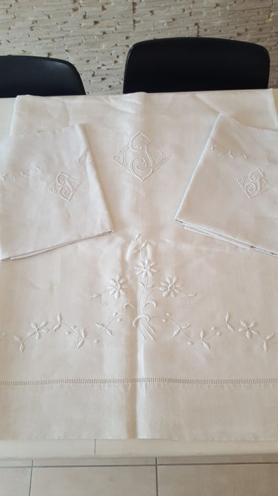 Sheet and two pillowcases monograms DJ with rich floral decoration - linen - Paris