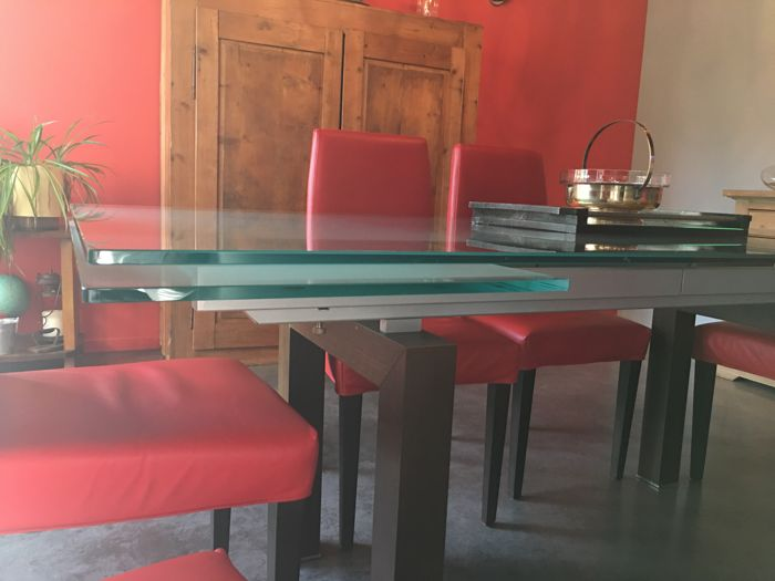 Roche Bobois - Large glass table with two extension leaves with 6 red leather chairs