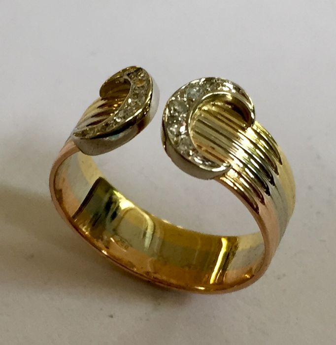"""18 kt Gold double """"C"""" ring with diamonds. Three colours of gold. Size: 17 (54)"""