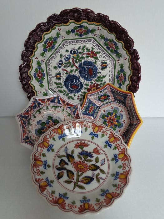 Makkum earthenware - Plate and small dishes (4 x)