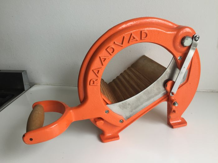 Raadvad - iconic Danish mid-century orange coloured bread slicer in excellent condition