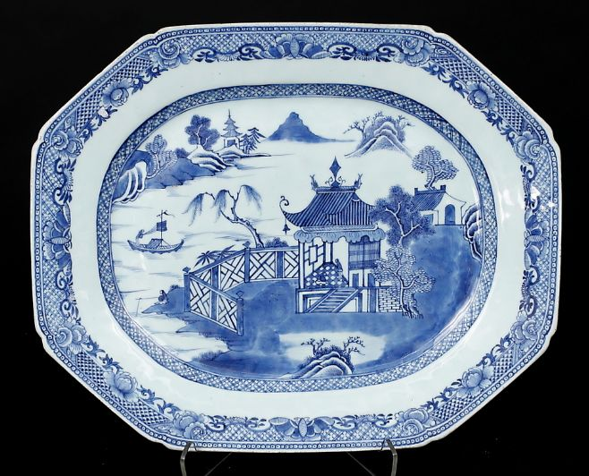 Large porcelain charger, China - Qianlong (1736-1795).