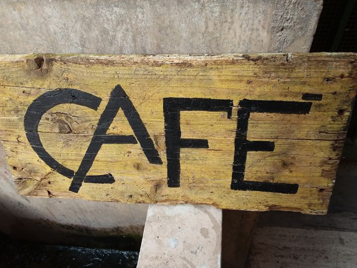 Café, sign on a wooden panel