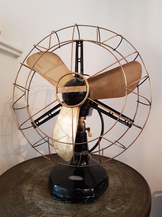 Classic Marelli table/desk fan from the 1930s, Italy