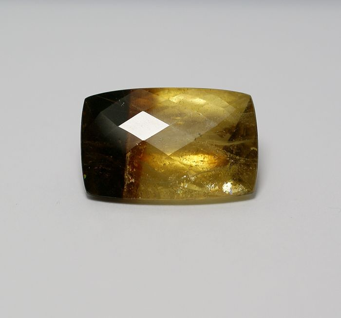 Chrysoberyl,( bi-coloured ) 36.02 ct
