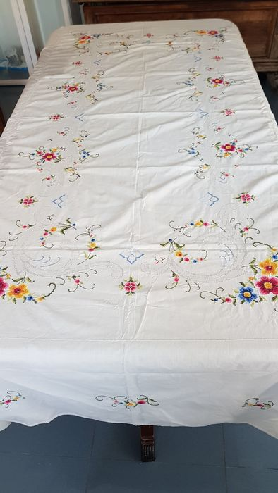 Large tablecloth with cross stitch inlays and vainica