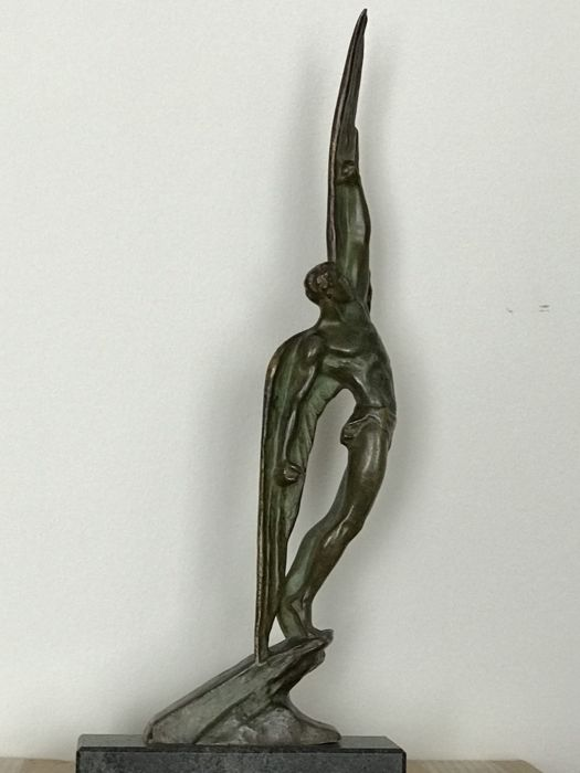 Pierre Le Faguays (1892-1962) - Icarus - Large patinated bronze Art Deco sculpture