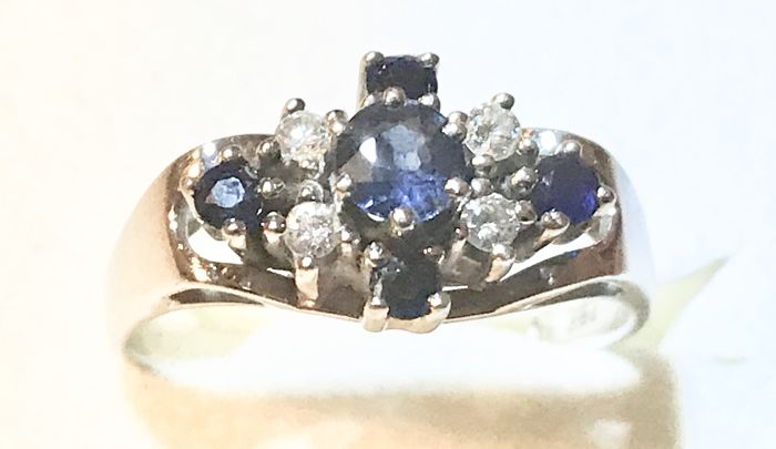 White gold ring with 4 brilliants weighing 0.15 ct and 5 sapphires weighing 0.3 ct in total