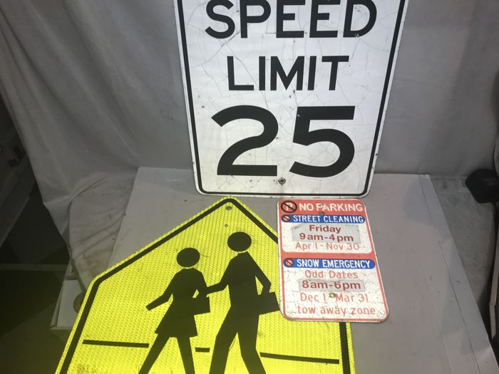 3 original street signs from the USA - Speed Limit 25 - Crossroad - No Parking