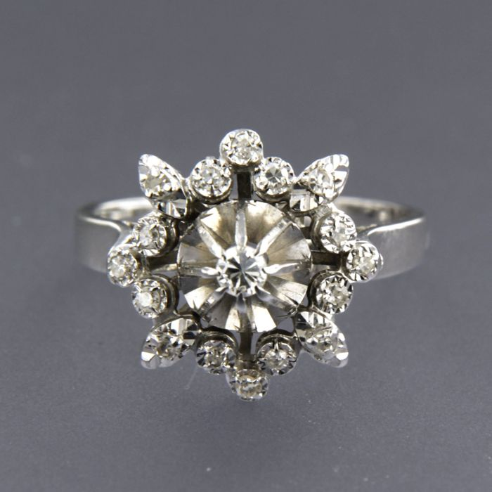 18 kt white gold entourage ring set with a central old European diamond and 16 single cut diamonds of approx. 0.22 ct in total