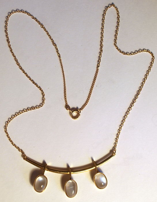 Necklace with pendant, 18K gold, moonstones, 41cm, 10,6g