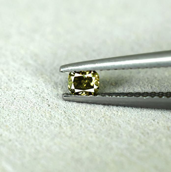 Natural Fancy Intense Yellowish Green - 0.17 ct, NO RESERVE PRICE