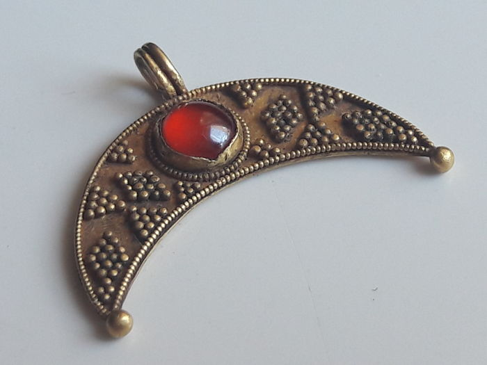 Merovingian Gold and Garnet Lunar Pendant  - 20 mm.