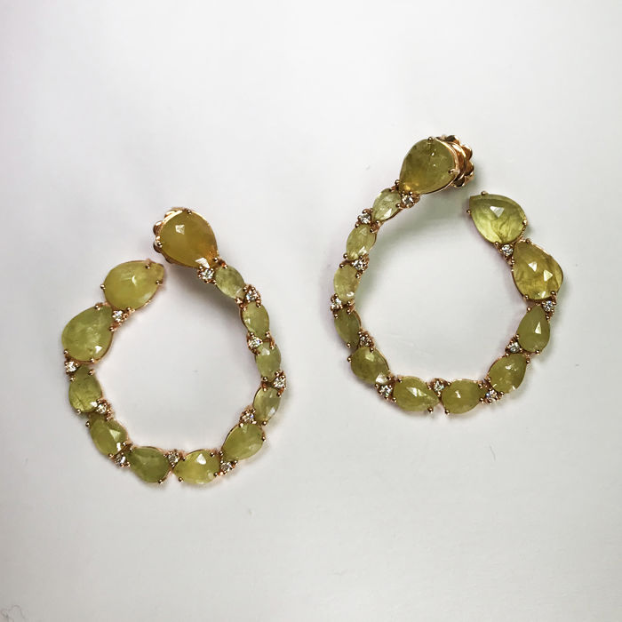 Gold earrings (18 kt) - Diamonds 0.22 ct - Sapphire roots 2.5 ct - Length 3.5 cm