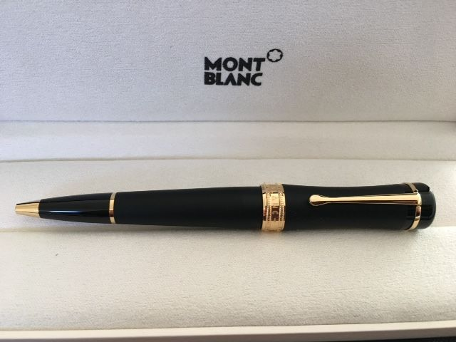 MONTBLANC Bonheur Nuit fountain pen. Black with gold finish  Free shipping.